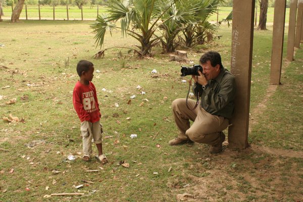 Kristof photographs a Cambodian kid in Prey Veng province